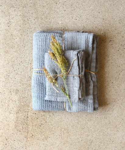 Våfflad handduk grå